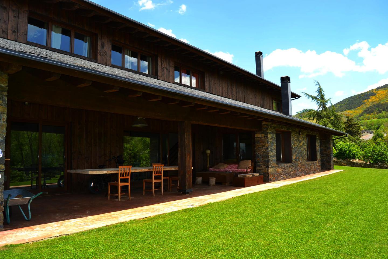 Casa de campo -                                       Nahuja -                                       5 dormitorios -                                       12 ocupantes